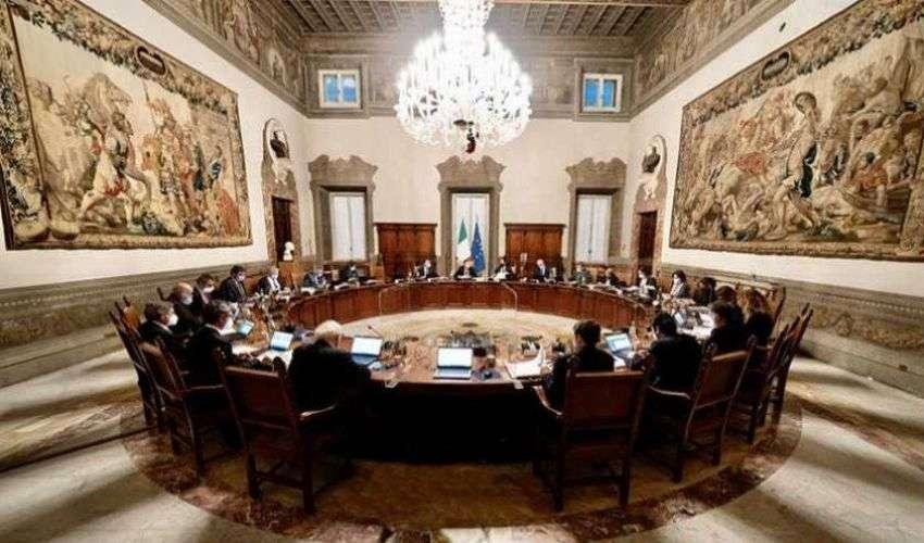 Draghi convoca CdM, si decide: Green Pass, scuola, trasporti pubblici