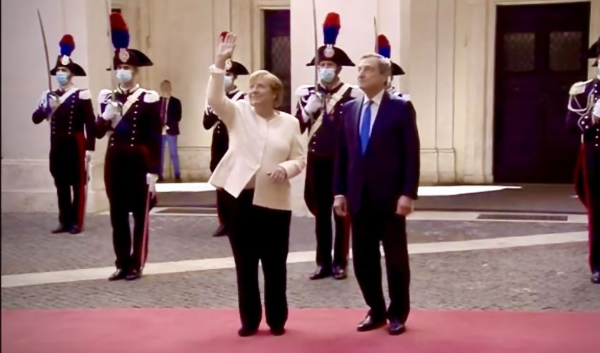 La Merkel a Roma per l'ultima visita ufficiale da Cancelliera