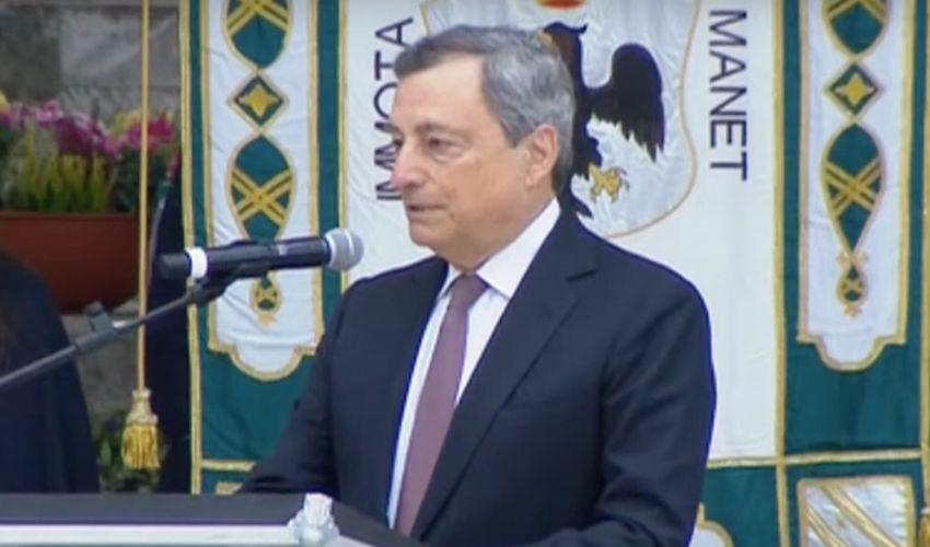"""Draghi a L'Aquila: """"Dobbiamo accelerare"""" la ricostruzione con il PNRR"""