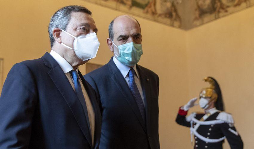 Draghi atteso oggi al Colle. Arriva il sì del M5s. Di Battista lascia