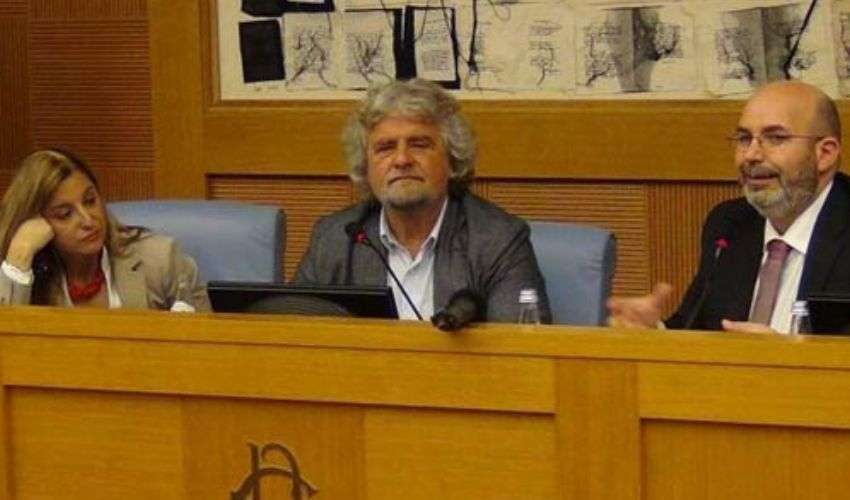 Grillo rimborsi diaria incontro a Montecitorio e proposta black list