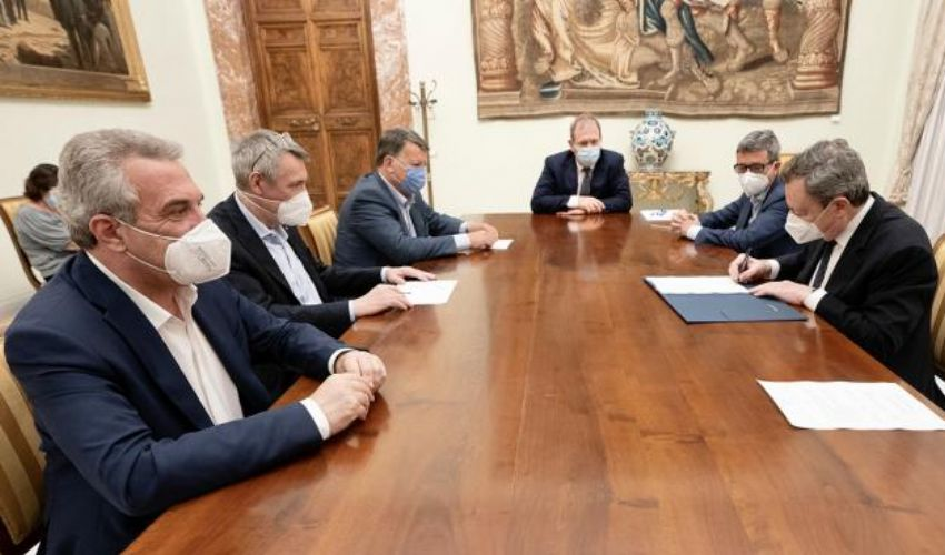 Licenziamenti, accordo Draghi-sindacati: si utilizzerà prima la cig