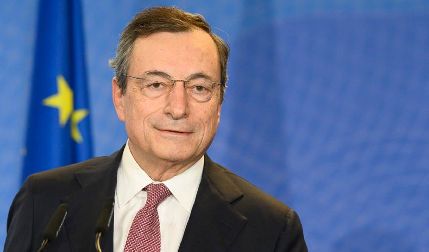 """Draghi, il premier senza social. Chi sono i politici """"online"""" e non"""