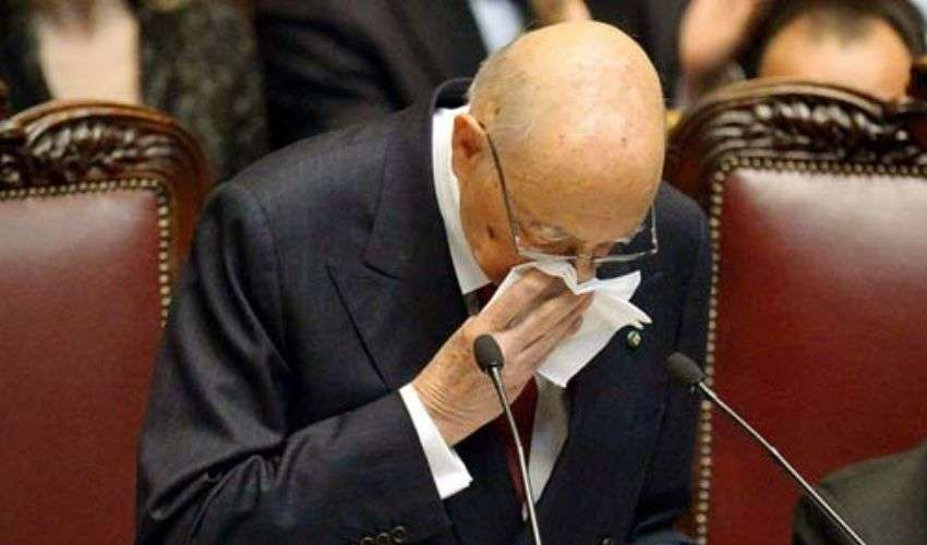 Giuramento Napolitano bis tra lacrime, rimproveri e applausi