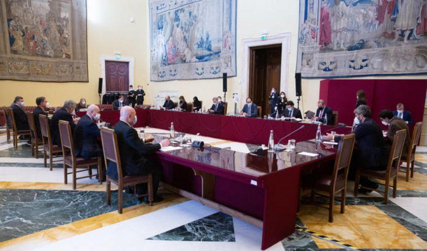 """Alla Camera il tavolo sui temi. Renzi: """"Governo entro fine settimana"""""""
