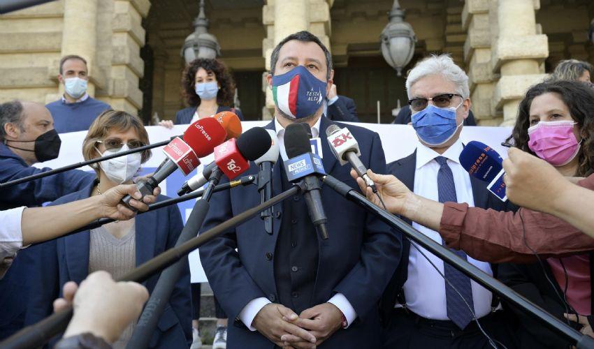 Sulla giustizia Salvini va con i Radicali e presenta referendum