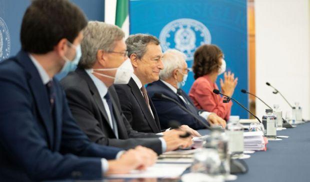 """Draghi """"Si va verso l'obbligo vaccinale ed estensione Green Pass"""""""