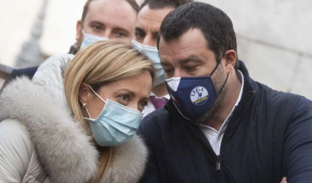 Il coprifuoco rischia di spaccare il centrodestra: Meloni vs Salvini