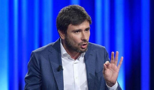 Di Battista interviene sull'economia e Grillo scatta a difesa di Conte