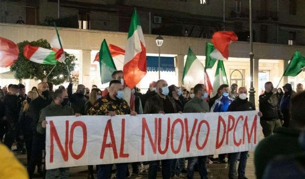 Dpcm, proteste da nord a sud del Paese contro la nuova stretta