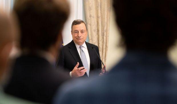 """Draghi che agli italiani non si stanca di dire: """"Vaccinatevi"""""""