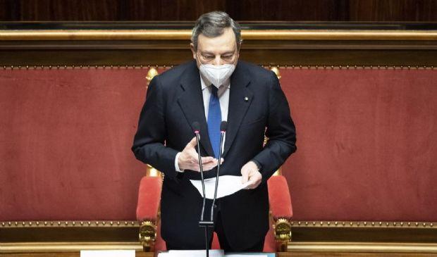 """Draghi al Senato: """"Obiettivo mezzo milione di vaccinazioni al giorno"""""""