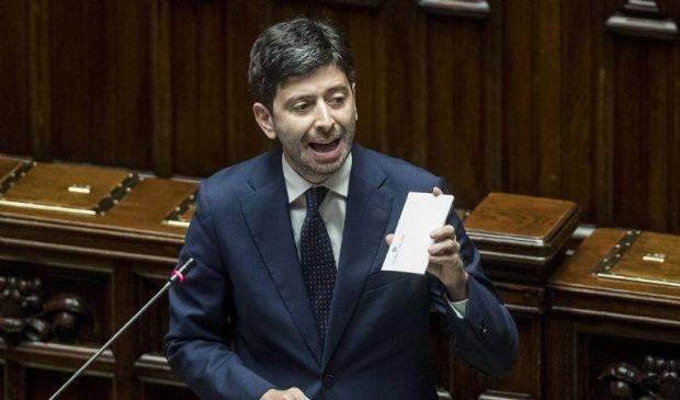 """Covid, il ministro Speranza: """"Dati in peggioramento, non illudiamoci"""""""