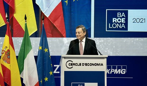 """Draghi incontra a Barcellona Pedro Sanchez: """"Insieme più forti"""""""