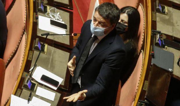 Mediatori a lavoro per salvare Conte. Renzi sfida ancora il premier