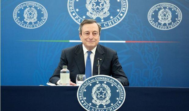 Riaperture, la strategia di Draghi: graduali, all'aperto, meno rigide