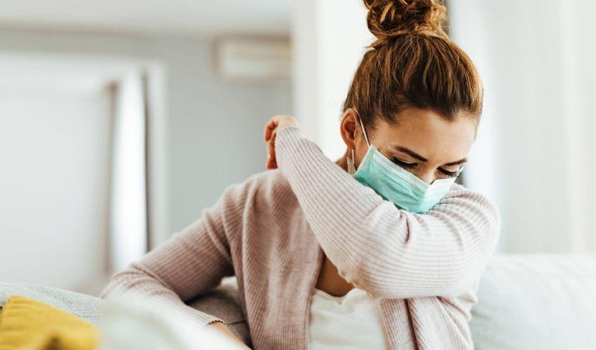 Allergie, come distinguerle dai sintomi di Covid: segnali e cure