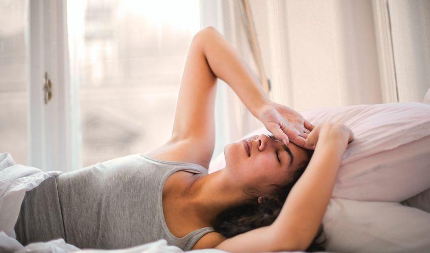 Covid e giovani, cambiano i sintomi: più influenza (gastrointestinale)