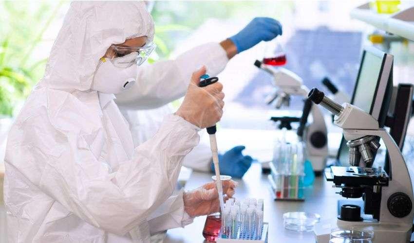 Vaccino: grande corsa tra ingegneria genetica e equilibri geopolitici