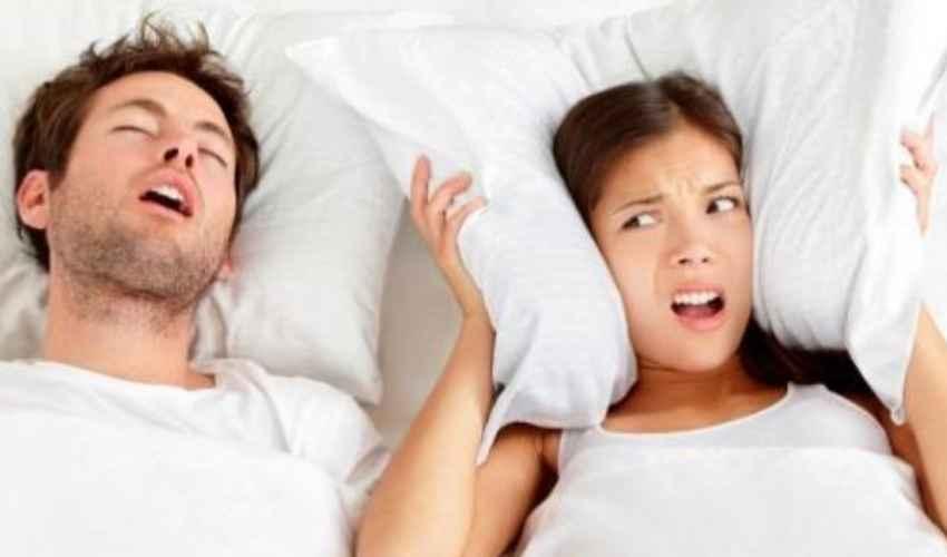 Rimedi per smettere di russare, perché si russa di notte e cause