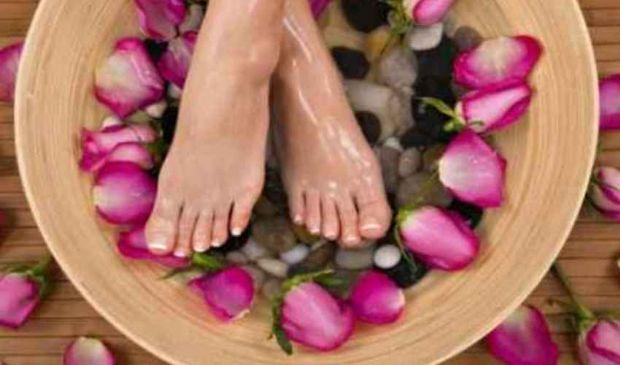 Calli e duroni piedi: cosa sono e rimedi naturali per eliminarli