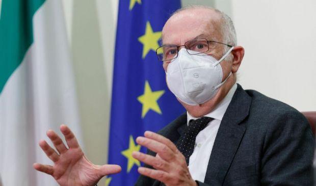 Covid ultime notizie: variante, vaccino adolescenti, produzione Italia