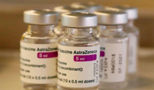 Vaccini, Cts: AstraZeneca solo a over 60. Seconda dose Pzifer-Moderna