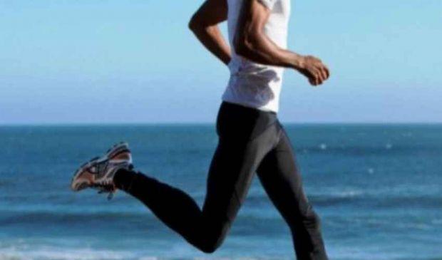 Cosce dell'uomo: dimagrire con ginnastica e dieta bilanciata