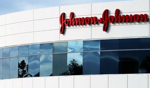 Johnson & Johnson annuncia tagli, poi rettifica: 200 milioni di dosi