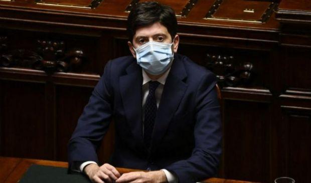 """AstraZeneca, Speranza """"Fiducia"""". Ai sanitari italiani il Nobel?"""