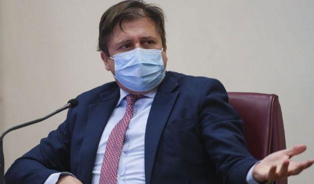 """Covid, Sileri: """"Estendere il Green Pass a un anno"""". Il punto vaccini"""