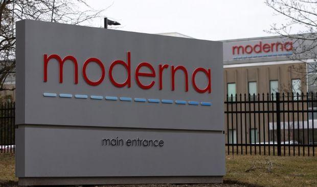 Covid, l'azienda Moderna annuncia un vaccino efficace al 94,5%