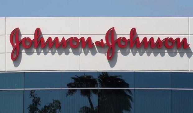 Covid-19, Johnson & Johnson sospende la sperimentazione del vaccino