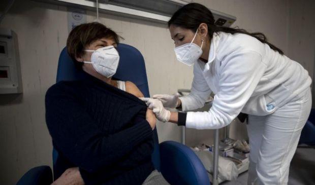 Vaccino e dolore al braccio: perché può comparire e cosa fare