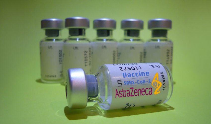 Vaccini, l'Italia blocca l'export di 250mila dosi AstraZeneca