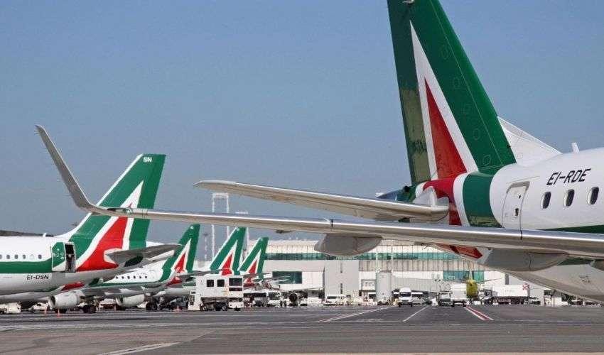 Coronavirus, come cambiano i viaggi in aereo: le news Alitalia
