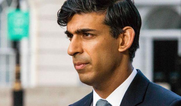 Rishi Sunak è la nuova stella dei conservatori inglesi e insidia BoJo