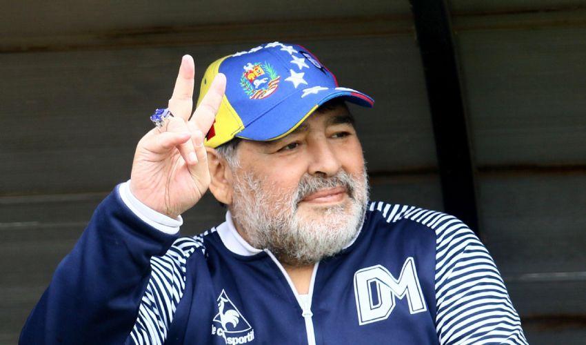 """Maradona morto a 60 anni di età, ritratto e carriera de """"El Dios"""""""