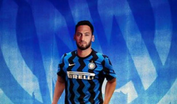Calhanoglu all'Inter, l'eterno tradimento del calcio di una volta