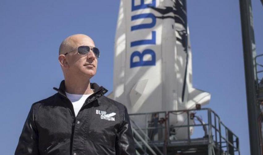 Bezos, passeggero numero 1 su Blue Origin. Pronto il viaggio spaziale