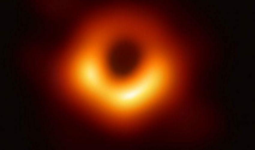 Buco nero: la prima foto scattata black hole Event Horizon Telescop