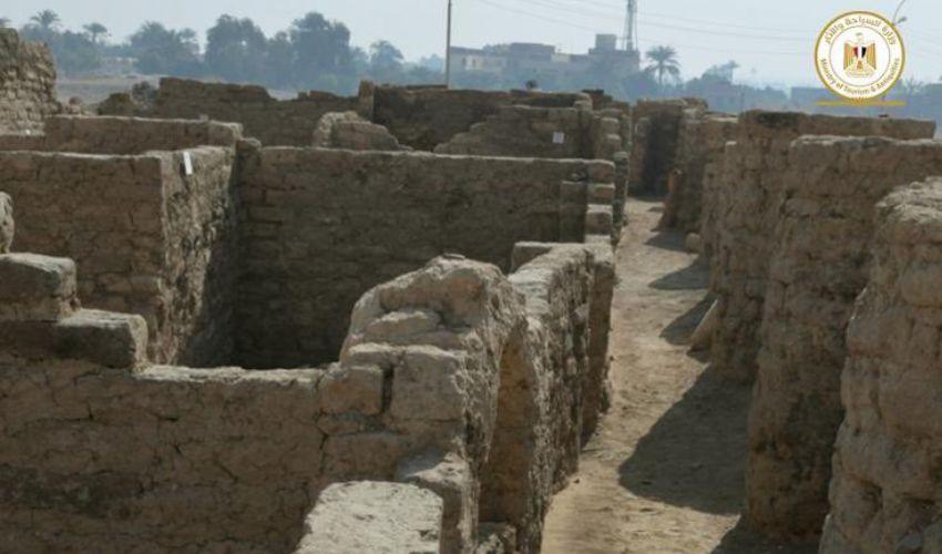 """Egitto, ritrovata a Luxor la """"città d'oro perduta"""" di 3mila anni fa"""