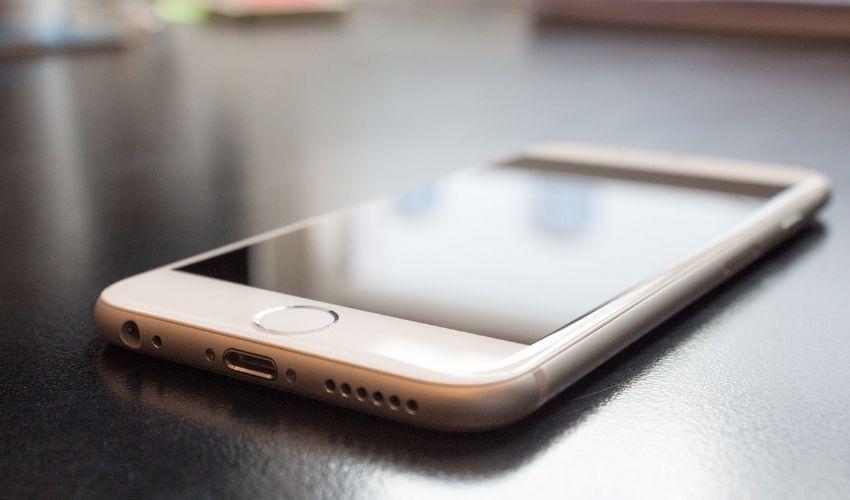Iphone bloccato su mela o schermo nero, dopo aggiornamento, come fare?