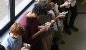 """Effetto camaleonte: quando guardare lo smartphone è """"contagioso"""""""