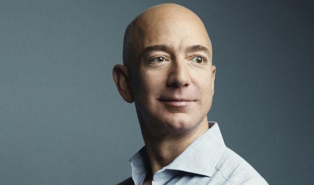 Jeff Bezos: fondatore di Amazon, patrimonio, moglie figli, biografia