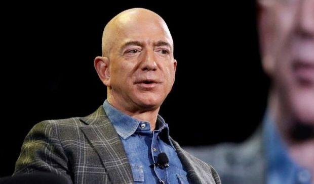 """Jeff Bezos """"lascia"""" la guida di Amazon: a cosa si dedicherà adesso"""