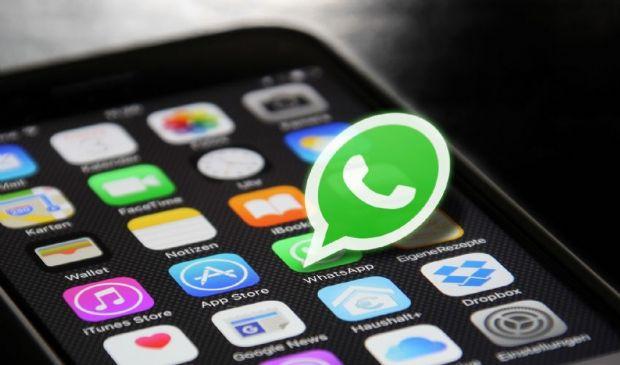 WhatsApp, arriva la password per proteggere le chat: come funziona