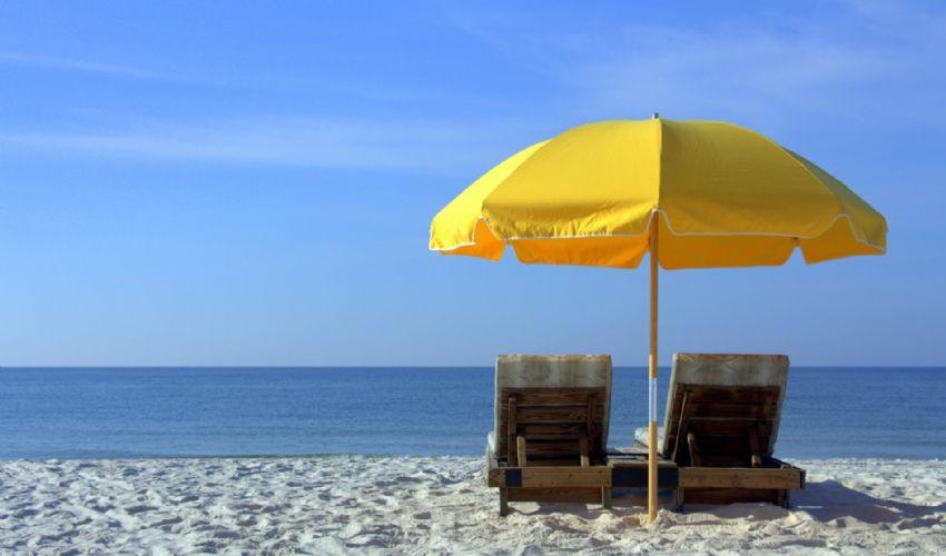 Riapertura spiagge estate 2021, le regole: distanze, sport, docce