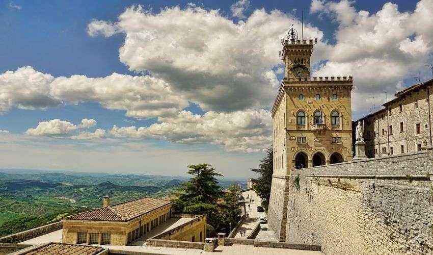 San Marino apre al turismo vaccinale: pacchetto con hotel più due dosi