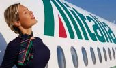 In volo con Laura d'Amore, la hostess (italiana) più bella al mondo
